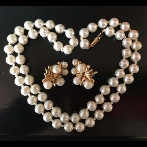 Lovely pearl set - costume jewelry